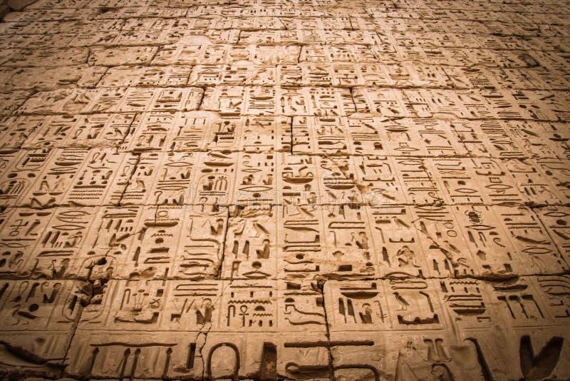 在麦地那波布寺庙的埃及古老象形文字  库存照片