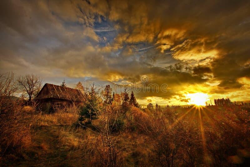 在麸皮,特兰西瓦尼亚,布拉索夫,小山的罗马尼亚的Autum风景 免版税图库摄影
