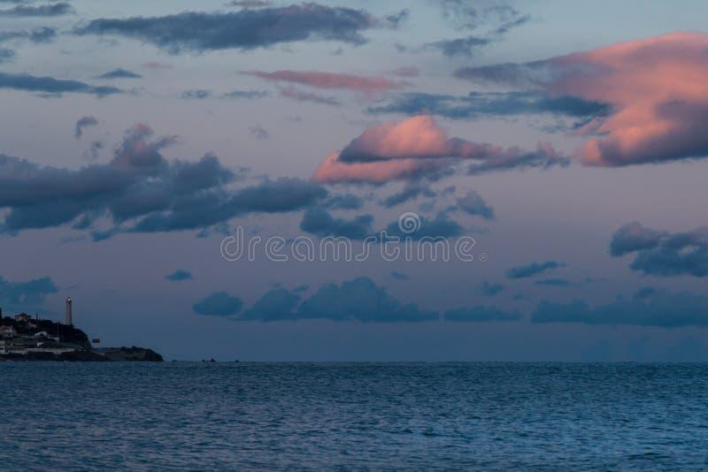 在黄昏的一座灯塔,在海洋附近,西班牙,马拉加 免版税库存图片