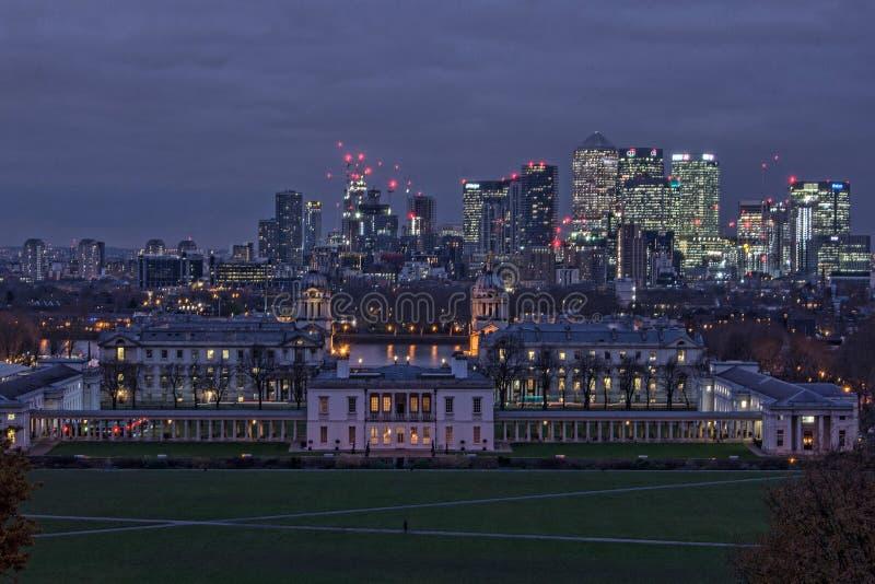 在黄昏的伦敦市地平线 免版税图库摄影