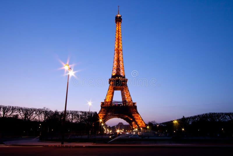 在黄昏的埃佛尔铁塔 免版税库存图片