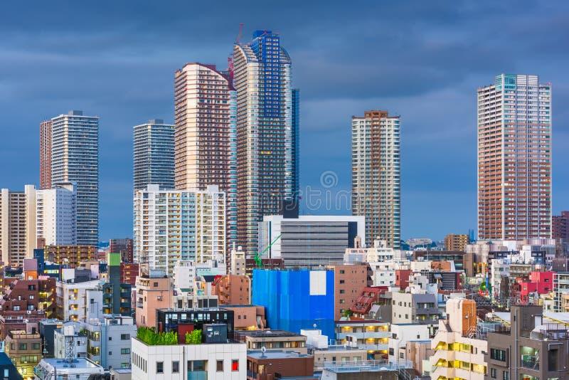 在黄昏的川崎,日本街市市地平线 免版税库存图片