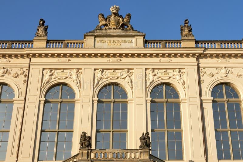 在黄昏的德累斯顿Johanneum大厦 库存图片