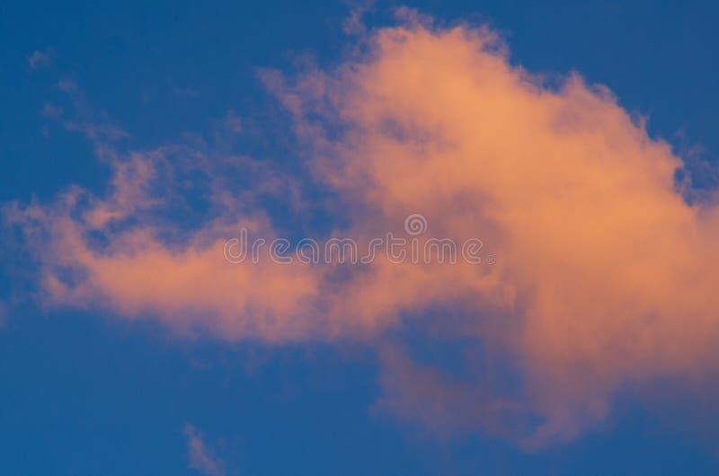 在黄昏的桃红色天空 图库摄影
