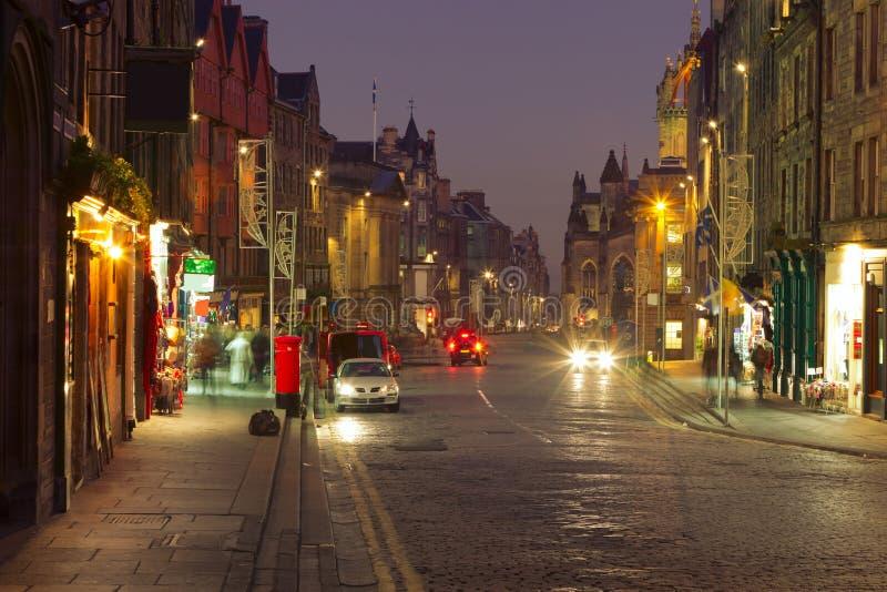 在黄昏的皇家英里。 爱丁堡。 苏格兰。 英国. 库存照片