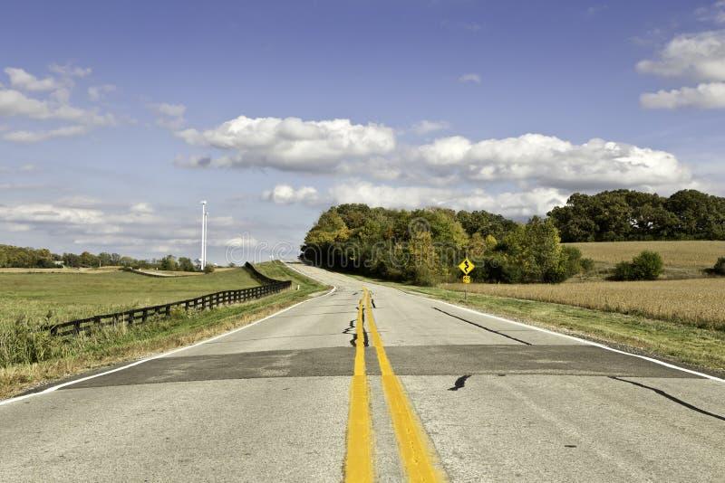在黄昏的美国乡下公路 库存图片