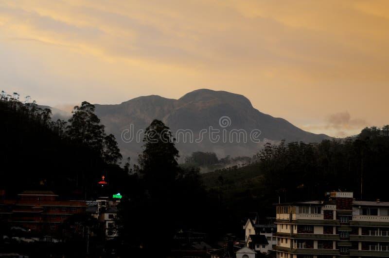 在黄昏的Anamudi,最高在2,695米的海拔的南印度8,842 ft在Munnar,喀拉拉状态,印度 库存图片