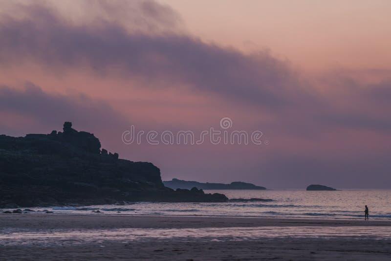 在黄昏的Porthmeor海滩 免版税库存图片