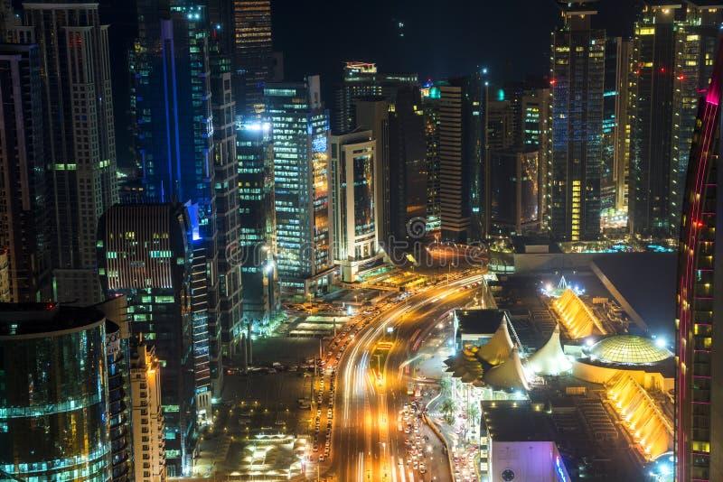 在黄昏,卡塔尔的多哈地平线 免版税库存照片