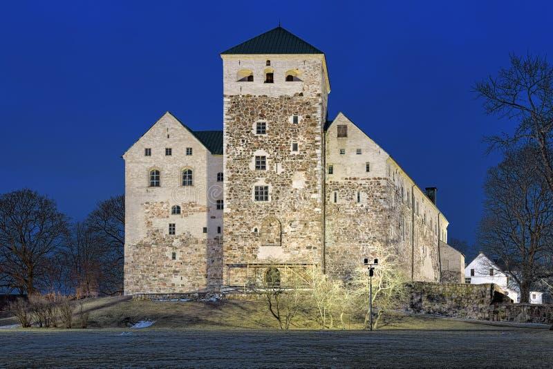 在黄昏,芬兰的图尔库城堡 图库摄影
