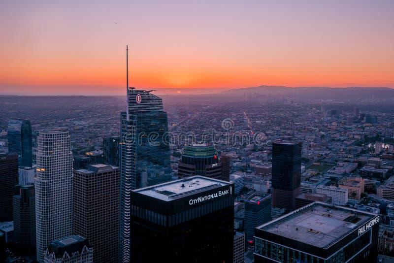 在黄昏,高峰在洛杉矶有美好的日落 图库摄影