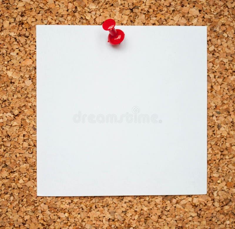 在黄柏板的空白的备忘录纸 免版税库存照片