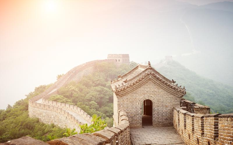 在黄色口气的伟大的中国墙在北京,中国 免版税库存图片