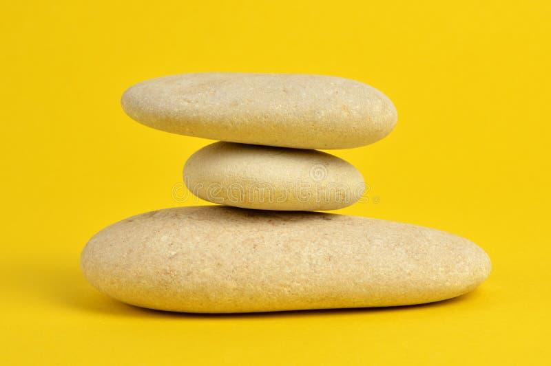 在黄色的温泉石头 图库摄影