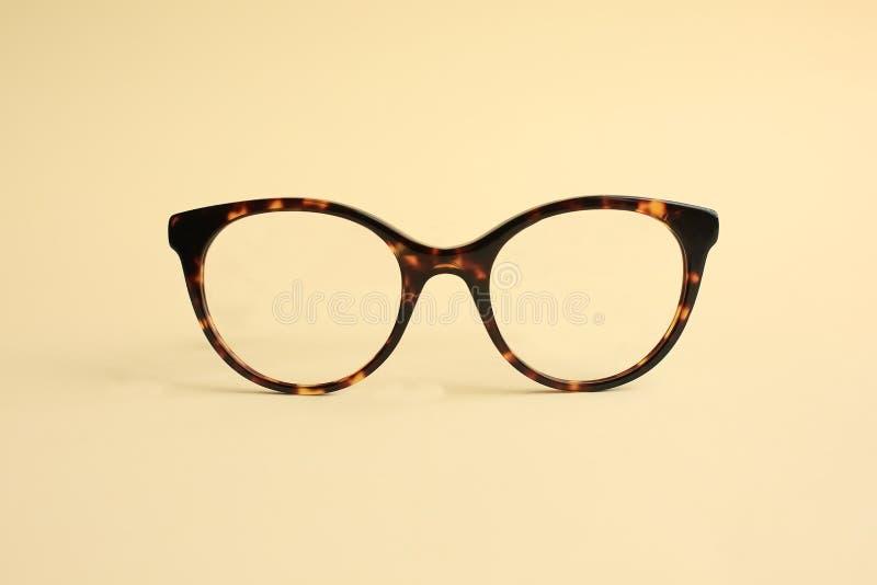 在黄色的现代时兴的醋酸盐眼镜 库存图片