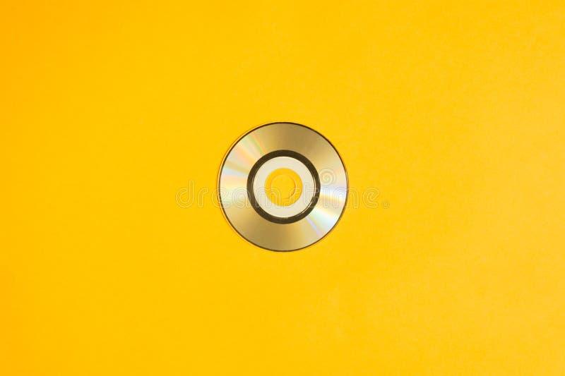 在黄色背景的微型光盘 复制空间 免版税库存图片