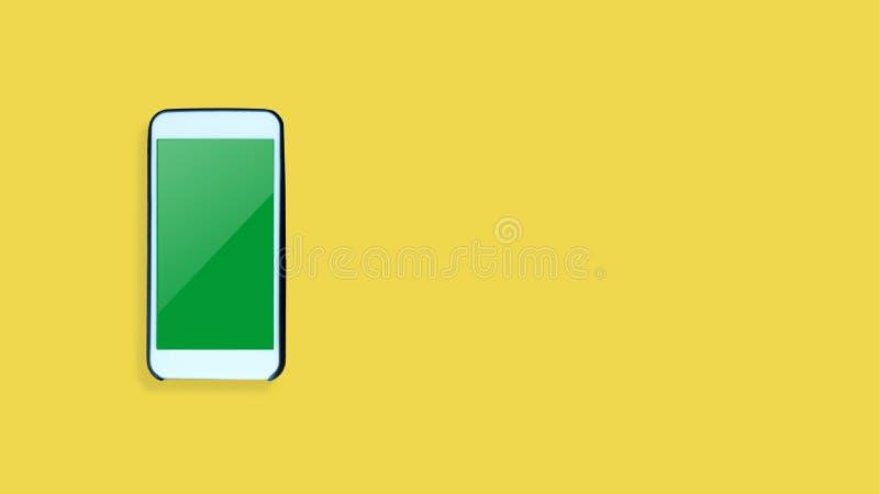 在黄色背景的顶视图智能手机 免版税图库摄影