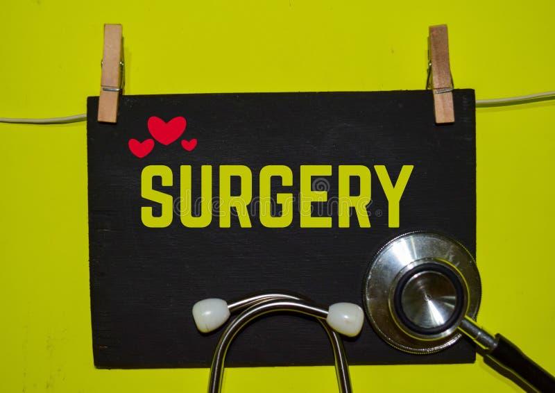 在黄色背景顶部的手术 免版税库存照片