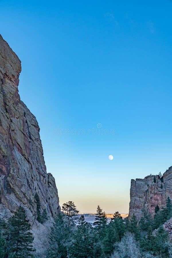 在黄金国峡谷的月亮上升 免版税图库摄影