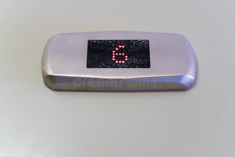 在黑显示器显示的第六与金属表面无光泽的镀铬物框架 库存图片