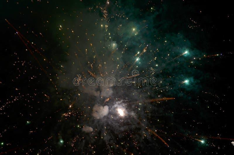 在黑暗的背景的五颜六色的烟花 图库摄影
