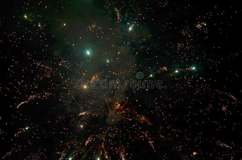 在黑暗的背景的五颜六色的烟花 免版税图库摄影