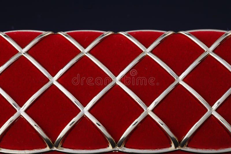 在黑暗的背景的首饰红色箱子 免版税库存照片