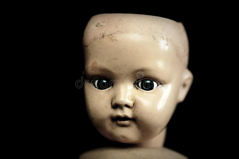 在黑暗的蠕动的玩偶 库存照片