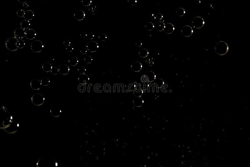 在黑暗的表面的轻的发光的泡影 库存图片