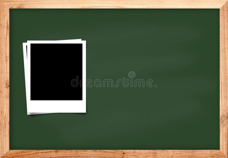在黑木黑板背景的照片框架学校conce的 库存照片
