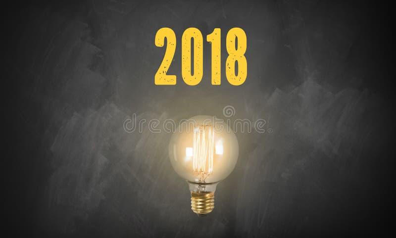 在黑板的电灯泡和第2018年 库存照片