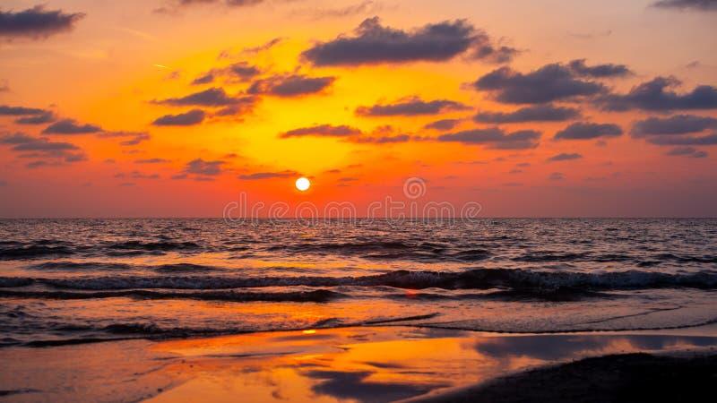 在黑海的美好的日落 金海日落 波季,乔治亚 库存照片