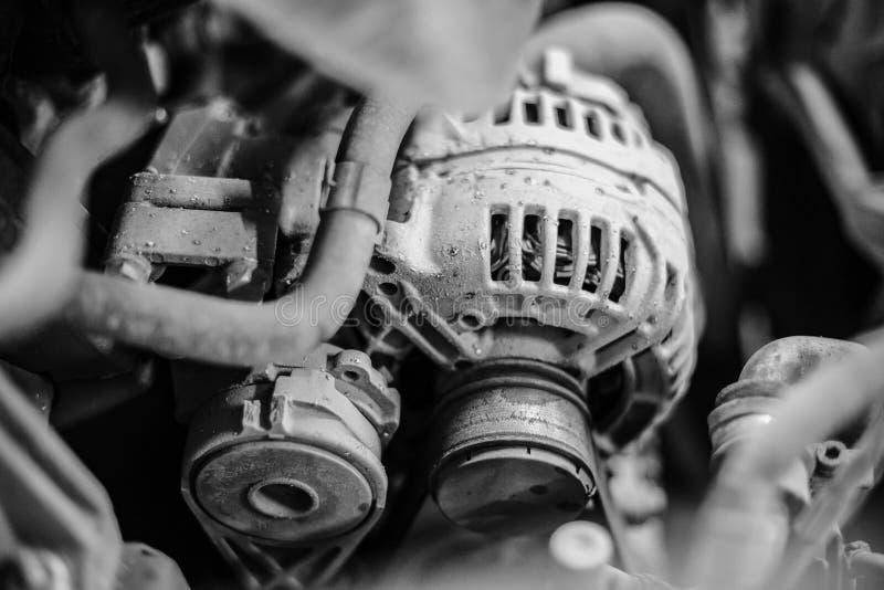 在黑白版本的老汽车发电器 免版税库存照片