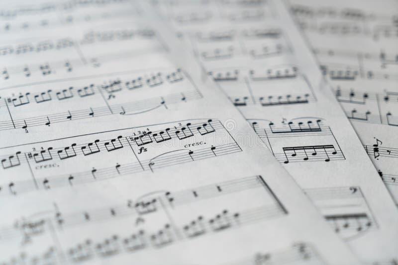 在黑白的乐谱 免版税库存图片