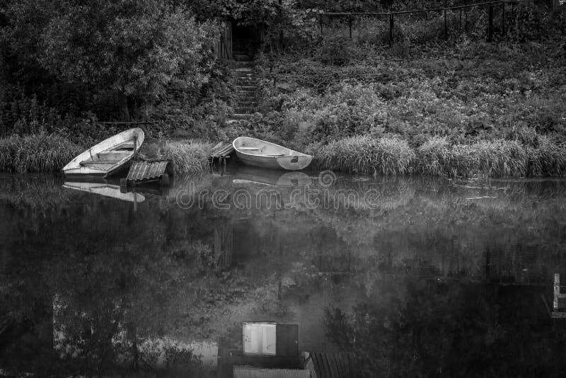 在黑白的小船 库存图片
