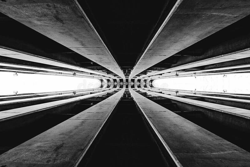 在黑白的抽象建筑学片断 皇族释放例证