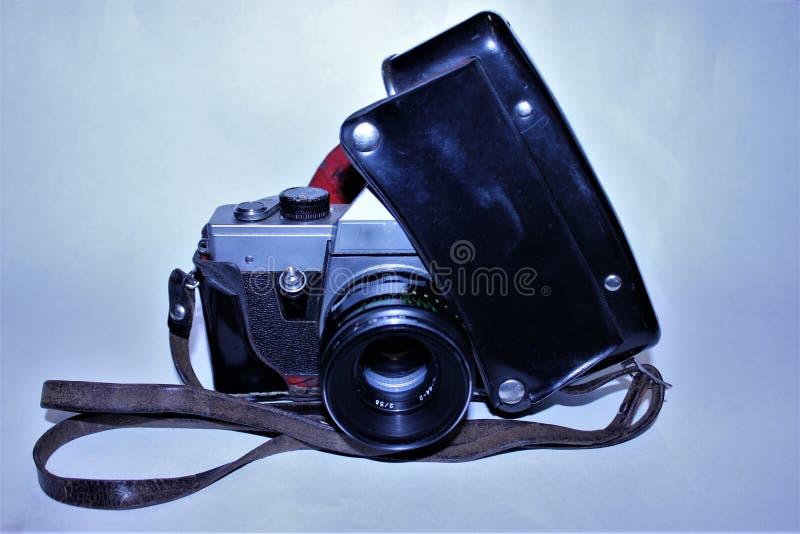 在黑盒的老照相机 库存照片