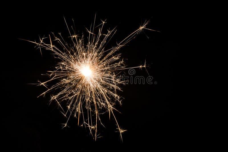 在黑背景的一个小新年闪烁发光物 免版税库存照片