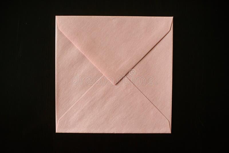 在黑背景的信件信封 您的设计的大模型 库存照片