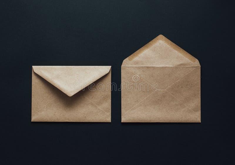 在黑背景的卡拉服特邮政信封 图库摄影
