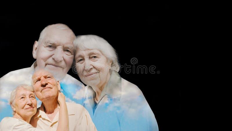 在黑背景的年长夫妇 库存照片