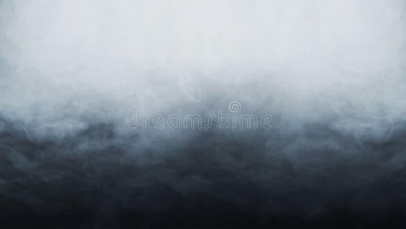 在黑背景的抽象烟纹理 免版税库存照片