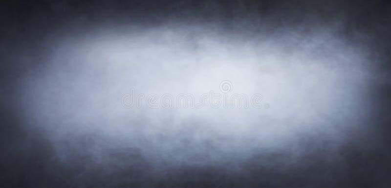 在黑背景的抽象烟纹理 库存图片