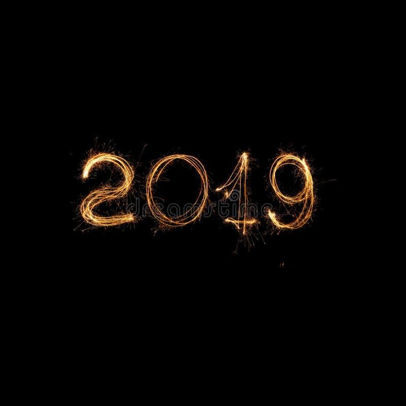 在黑背景的新年2019年 2019个假日闪烁发光物 图库摄影