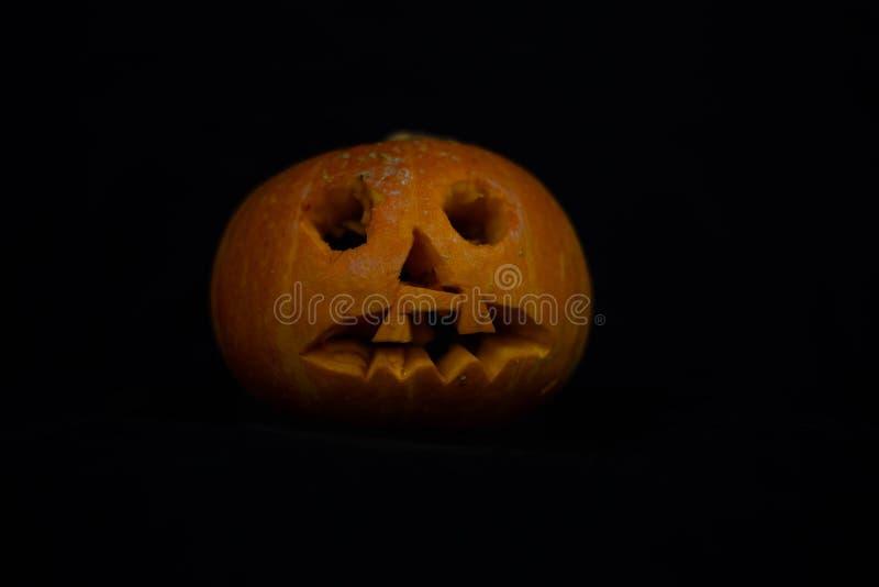 在黑背景的橙色南瓜在万圣节 免版税库存照片