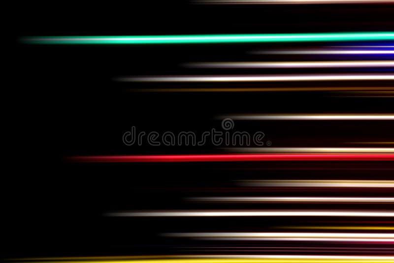 在黑背景的水平的多色光线 长的曝光照片 免版税库存照片