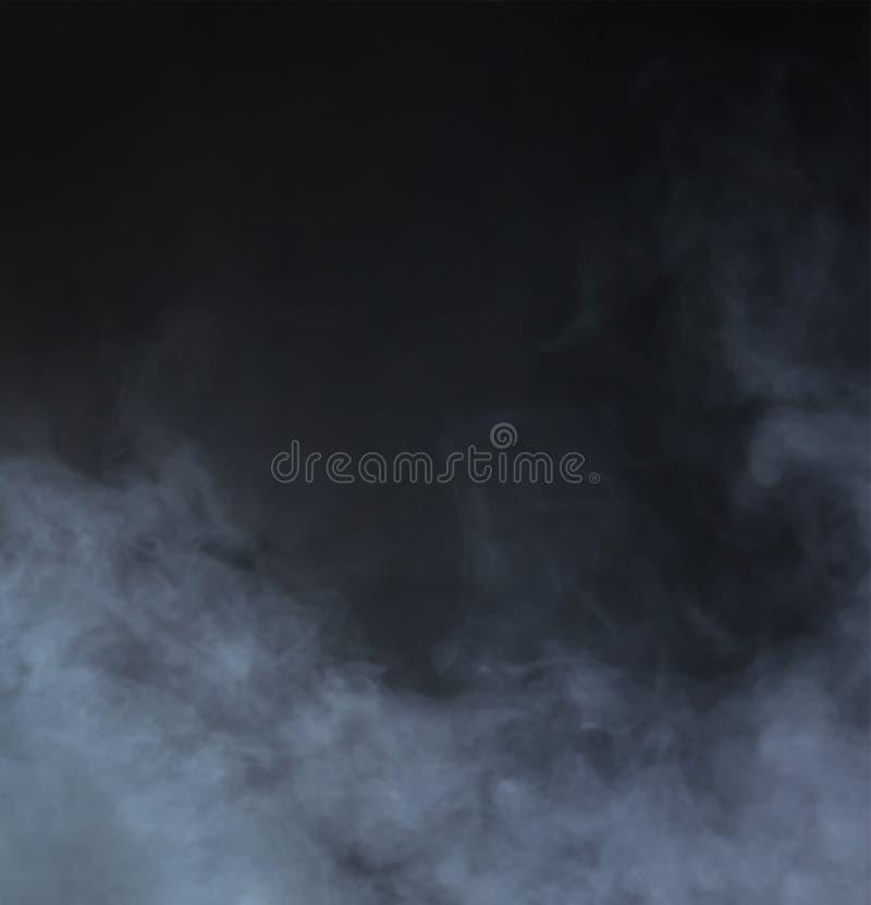 在黑背景的灰色烟 抽象背景 库存图片
