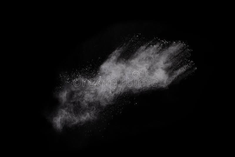 在黑背景的白色粉末爆炸 免版税图库摄影