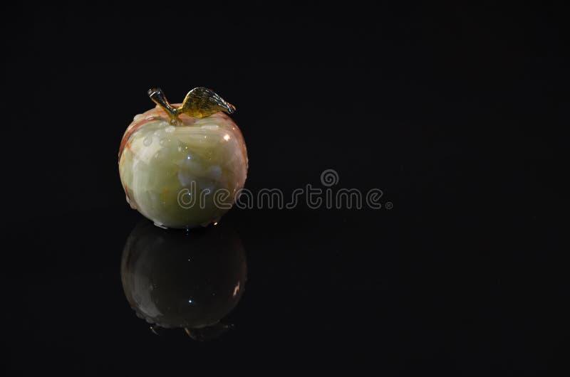 在黑背景的苹果计算机由烛光 图库摄影