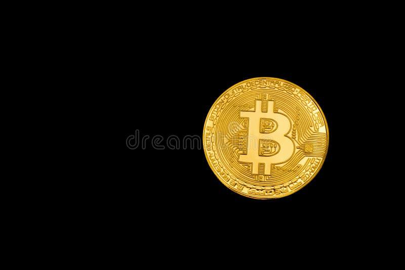 在黑背景的金币Bitcoin 孤立 文本的空间 库存照片